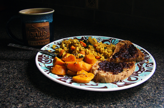 Sunday Brunch: Tofu scramble, herbed sweet potatoes, homemade bread with fig spread